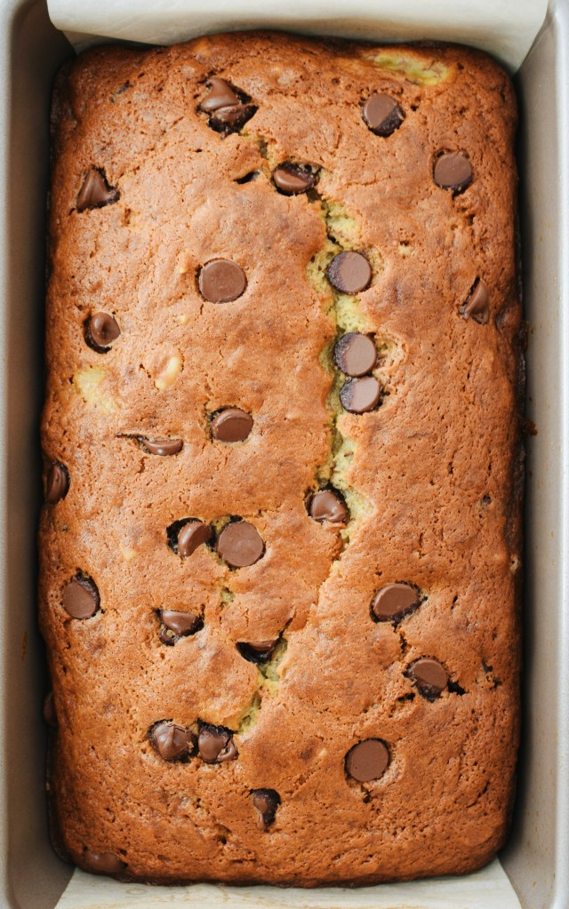 The best Chocolate Chip Banana Bread with thinly sliced bananas, warm melted chocolate chips and chopped walnuts in every delicious bite! l ashleyspaige.co