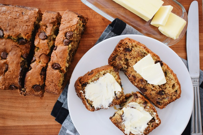 The best Chocolate Chip Banana Bread with thinly sliced bananas, warm melted chocolate chips and chopped walnuts in every delicious bite! l ashleyspaige.com