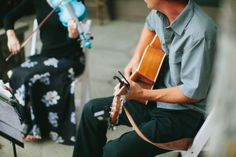 Violinst and guitarist
